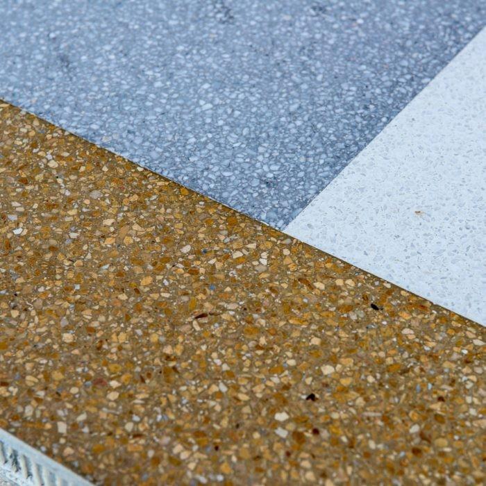 La mise en place de sols coulés en <strong>granito</strong> ou <br /> <strong>terrazzo</strong> alla veneziana.