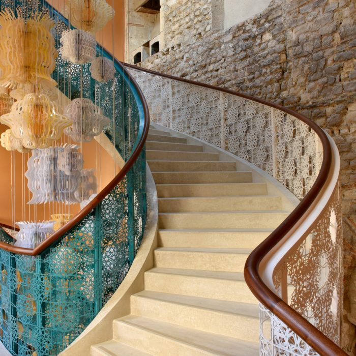 La création d'<strong>escaliers</strong> en béton armé <br /> coffrés sur place.